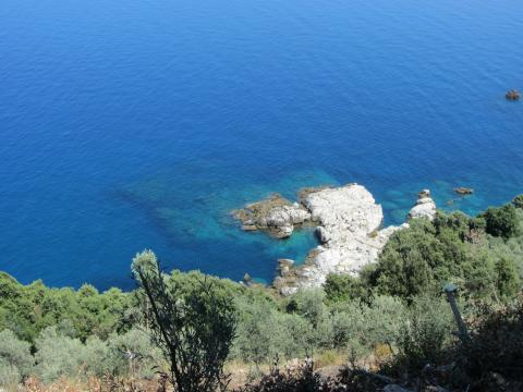 A view of the rich blue seas along the shores of Pelion, with turquoise waters along the rocky coast
